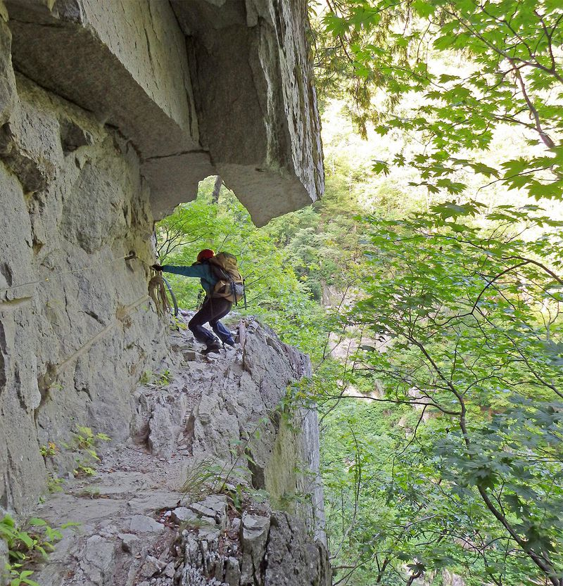 命懸けの絶景登山道「黒部峡谷 下ノ廊下」は安全第一で!