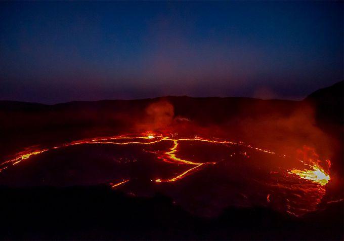 見所1:目の前で噴き出すマグマ!「エルタ・アレ火山」