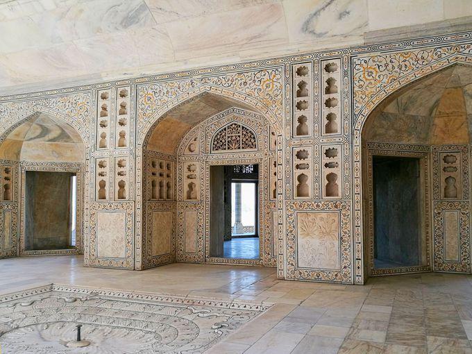 午後:アグラ城でムガル帝国の皇帝に思いを馳せる