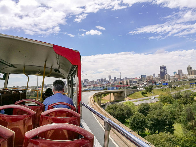 ヨハネスブルグ観光に安全便利な観光バス