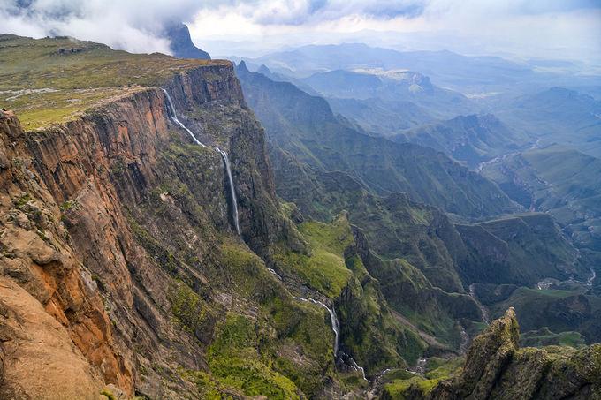落差948m!断崖絶壁を流れ落ちる圧巻のトゥゲラ滝