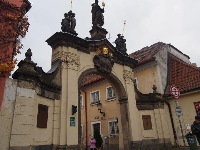 ストラホフ修道院の歴史とアクセス