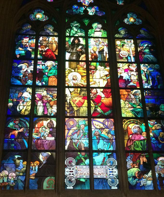 絵画のように美しいミュシャのステンドグラス