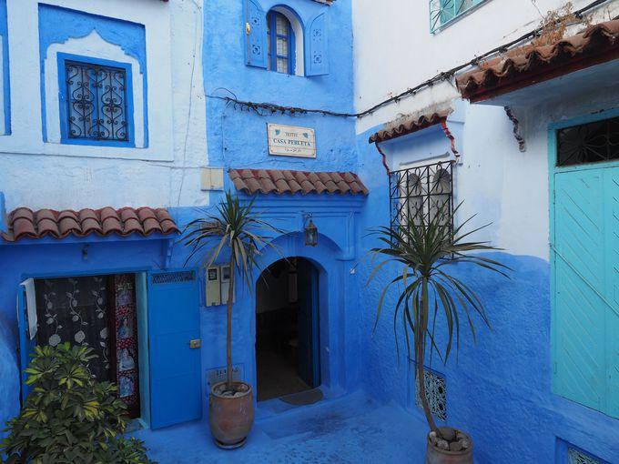 シャウエン旧市街の入り口にある青いリアド