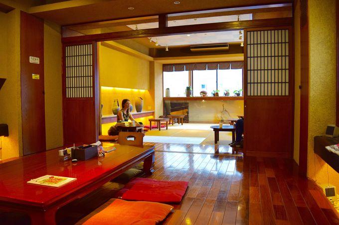 浅草:「カオサン東京サムライカプセル」には黄金色の茶室がある!?