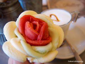バラのアイスに胸キュン!ブダペストの人気店「ジェラート ローザ」