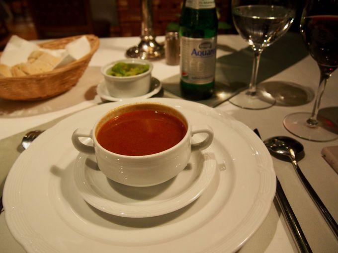 前菜はハンガリー定番の「グヤーシュ」