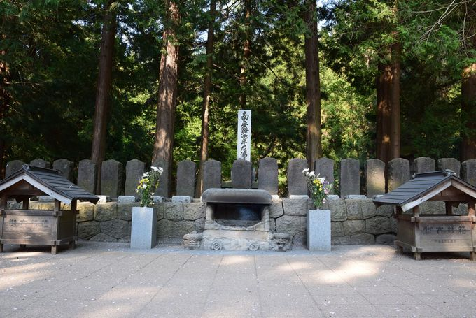 白虎隊隊士の悲劇を伝える「白虎隊十九士の墓」