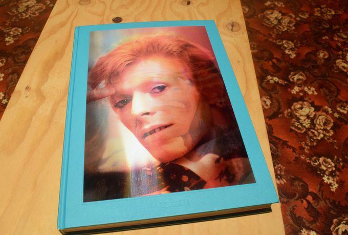 ミック・ロックの写真集もポスター付きで販売