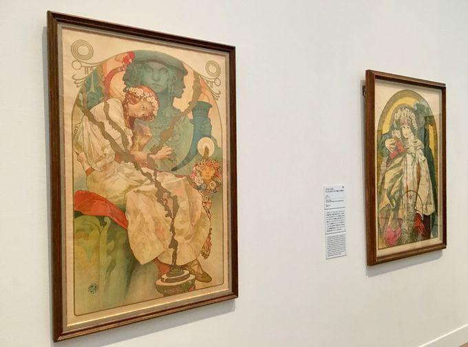 祖国チェコのために描いた多数の絵を展示