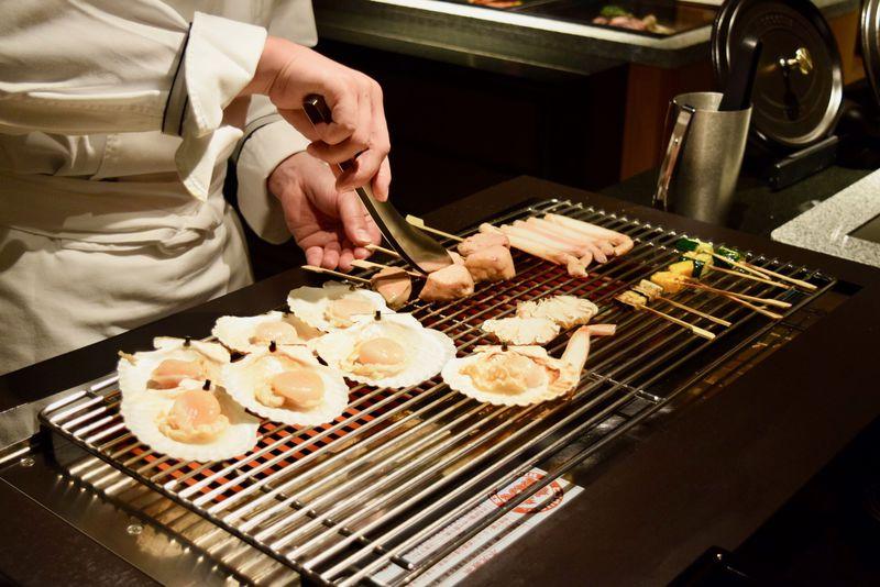 グリルや鉄板焼き、煮込み料理を楽しめる「シズルキッチン」