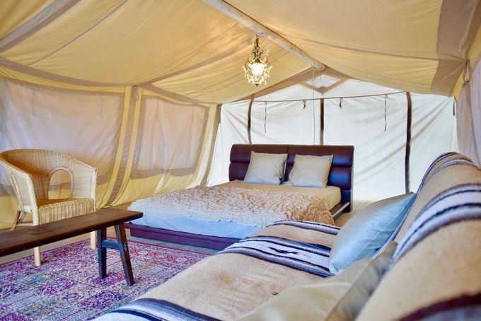 豪華すぎる大型テントで本格バーベキューを体験