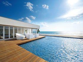 2ヶ月だけの贅沢時間!大人の海の家「アマンダンブルー鎌倉」