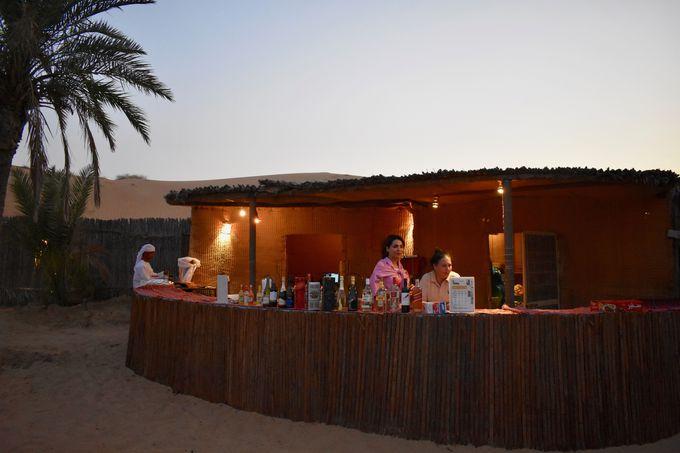砂漠の真ん中に広がるキャンプサイトへ!