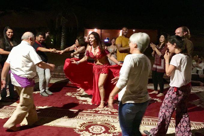アラビアンBBQを味わいながらダンスを鑑賞!