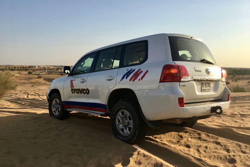ドバイの砂丘を4WDで疾走!トラフコの「デザートサファリ」