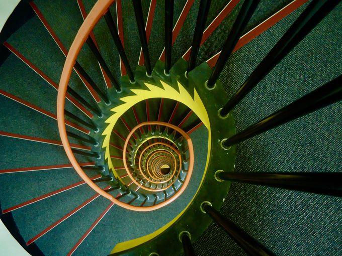 推理小説に出てきそうなフロアマップと螺旋階段