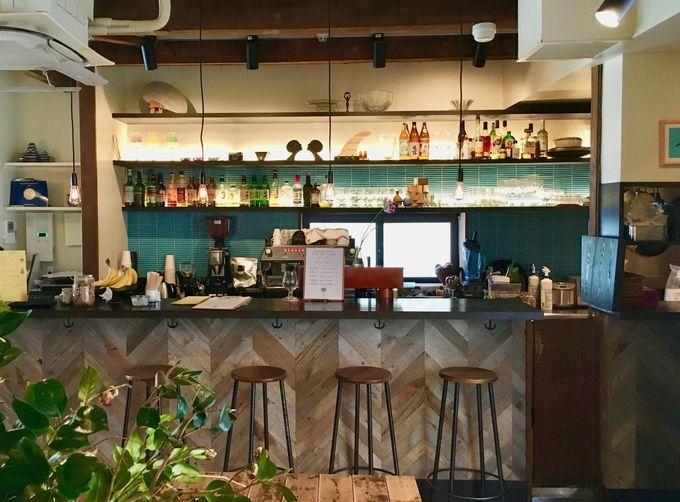 海外のカフェを思わせるようなカフェバーも!