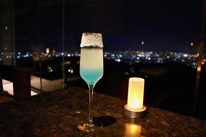 最高の夜景を眺めながらディナーとカクテルを