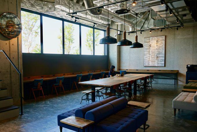 仕事や交流の場になる「ビジネスラウンジ&カフェ」