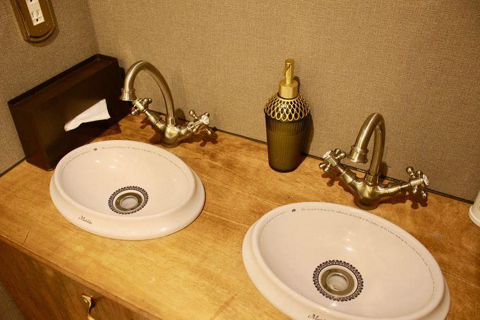 バスルームや洗面台もクラシックな雰囲気!