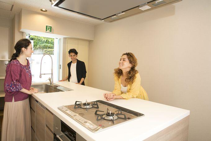 ゲストの交流の場はキッチンスタジオで!