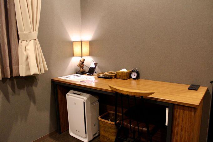 シンプルだけでなく機能的で使いやすい客室!