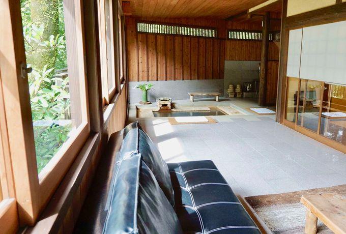 温泉とリビングが一体になった「お風呂リビング」