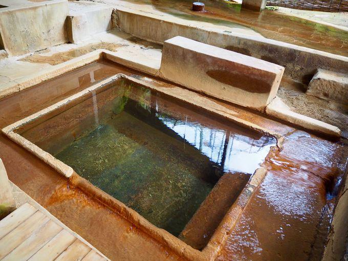 天降川沿いにある大浴場と貸切風呂!