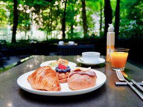 大手町の森に包まれて優雅な朝食を!「ザ・カフェ by アマン」