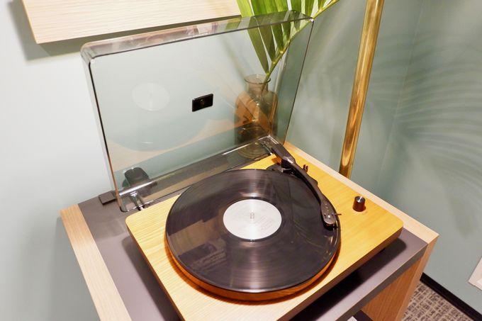 レコードを聴きながらゆったりと寛げる客室