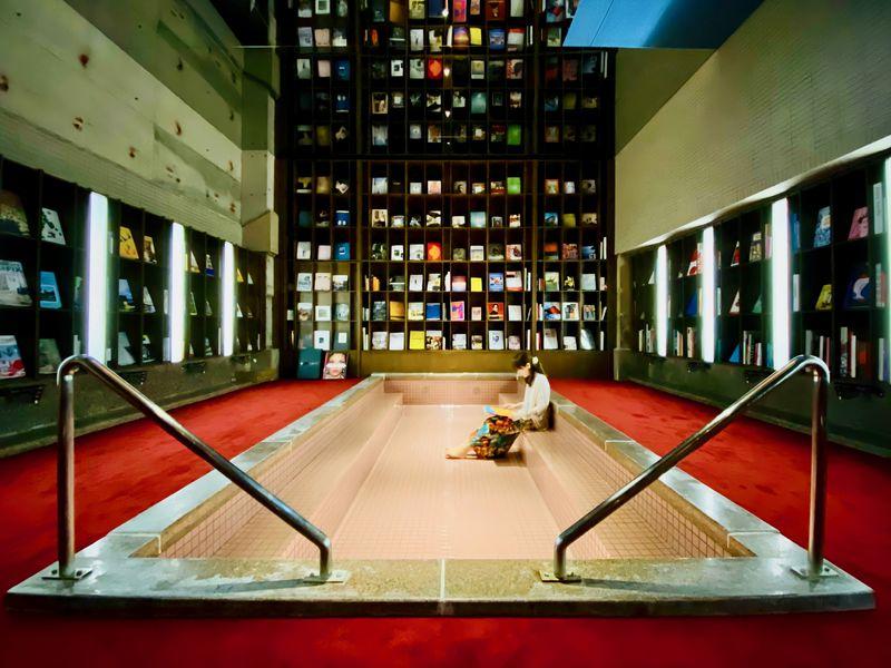 温泉気分で読書を楽しむ!?大人のためのブックホテル「松本本箱」