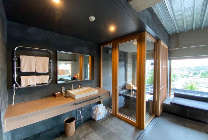 源泉掛け流しの露天風呂を満喫できる客室!