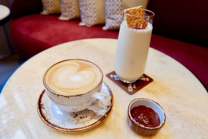 本格的なNYスタイルを満喫できるカフェバー!