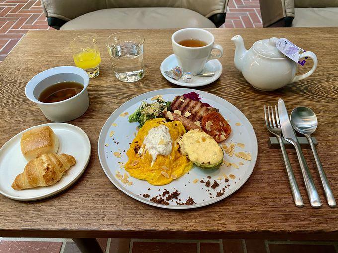 開放的なラウンジで朝食やスイーツを満喫!