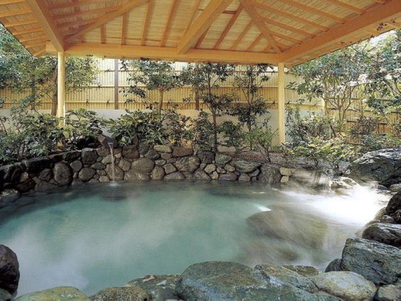 露天風呂もあり、温泉を満喫