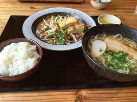 初心者から地元の方まで大満足!沖縄料理「美ら花」