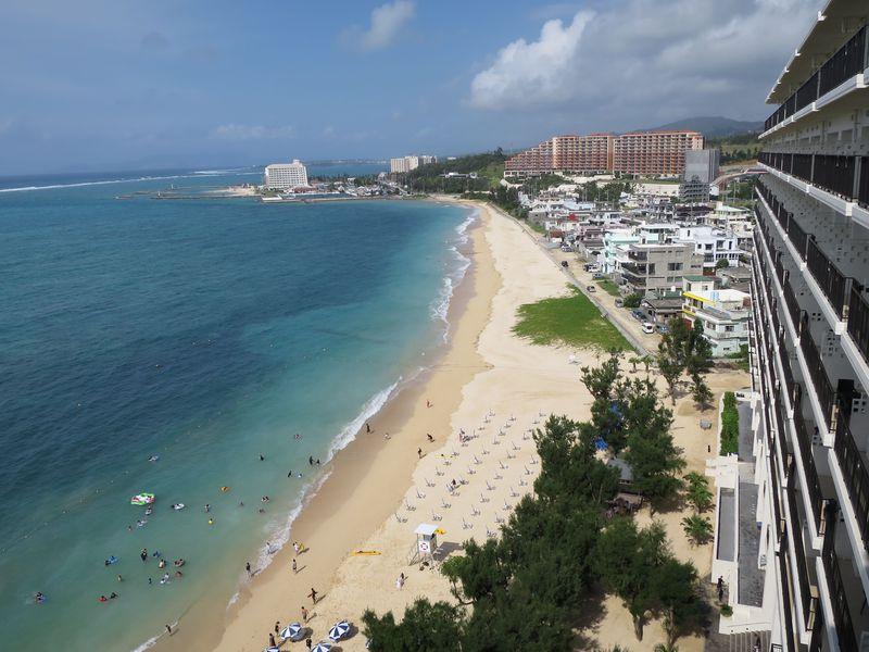「ホテルモントレ沖縄スパ&リゾート」はビーチまで0分のオン・ザ・ビーチホテル