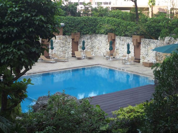 ガーデンプールをはじめリラックスできる施設も充実
