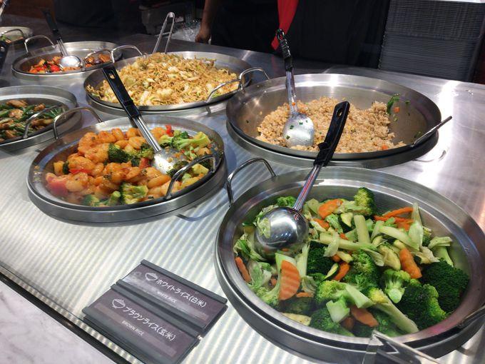 メニューの注文方法は海外と同じ!実際の料理を見ているとどれにするか迷ってしまう!
