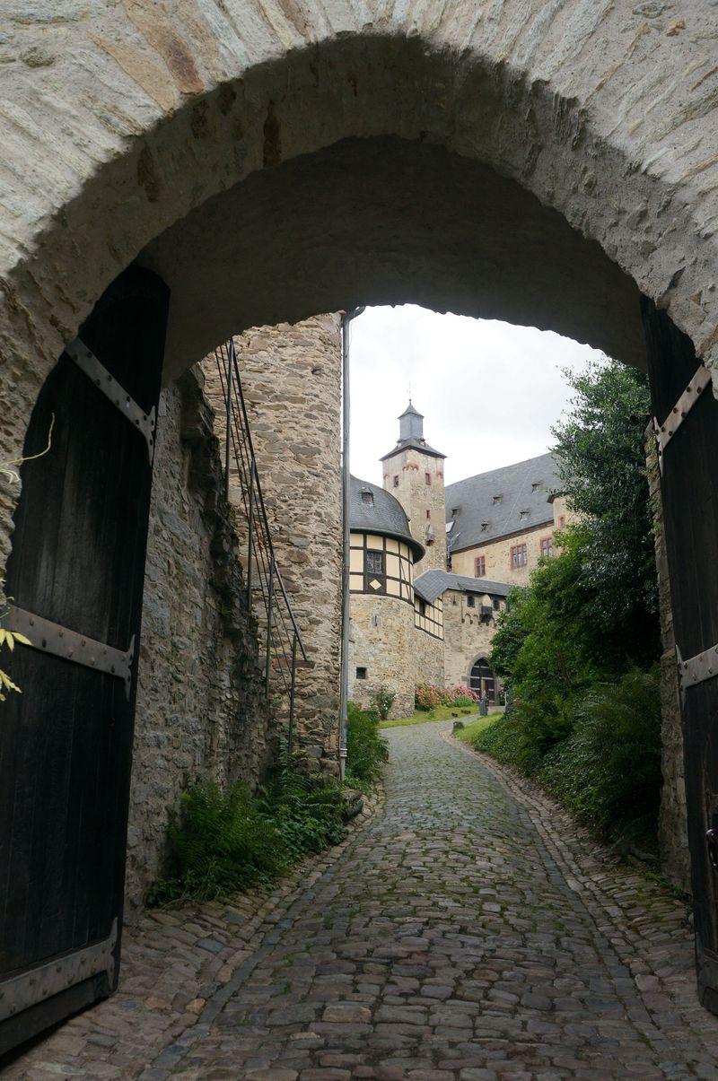 空港から30分!ドイツ・フランクフルト「クロンベルク城」で歴史と絶景を楽しむ