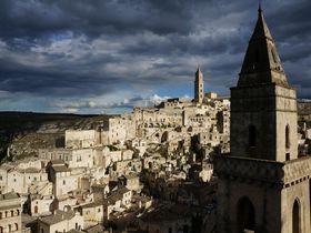 白き廃墟の洞窟都市 世界遺産イタリア「マテーラ」の歴史を歩く旅