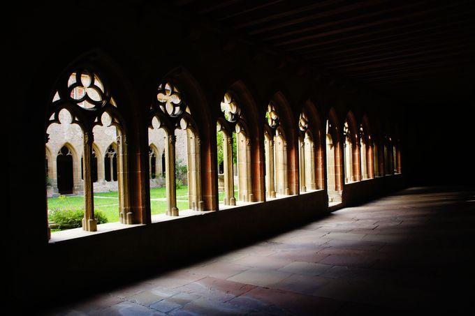 美しい回廊はドイツ騎士団の要塞教会で