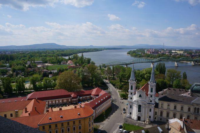 川の向こうはスロヴァキア!複雑な立地の訳は?