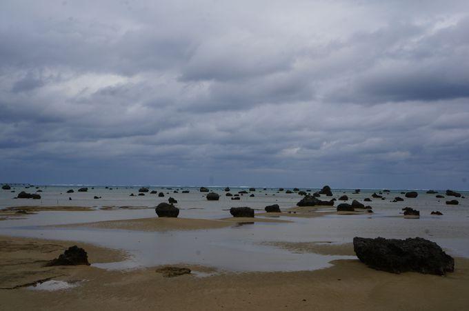 異世界を感じに<佐和田の浜>へ