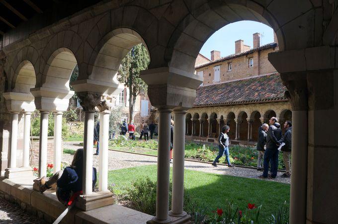 歴史ある憩いの場 サン・サルヴィ教会