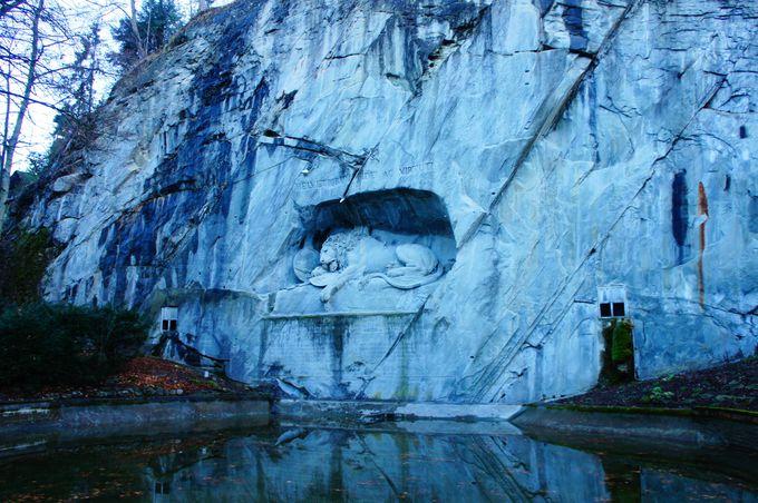 死体の無い概念の墓場「瀕死のライオン像」