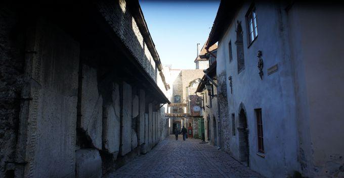 現実に帰りたくない!城壁と石畳の歴史散歩道