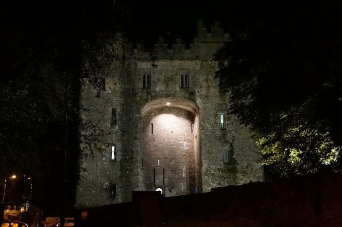 ボンラッティ城へようこそ