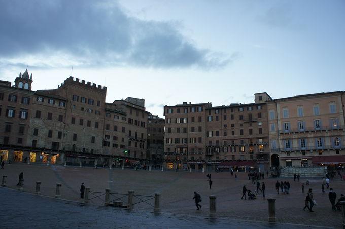 中世の一大イベント!競馬の舞台、カンポ広場
